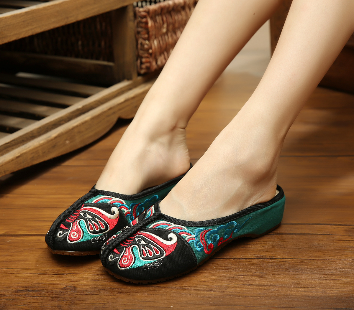 Sandals shoes facebook - Aliexpress Com Buy Facebook Embroidery Slippers Summer Fashion Women Sandals Chinese Casual Slippers 36 41 Sandals Shoes Woman Smyxhx D0111 From Reliable