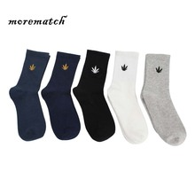 Morematch High Quality Harajuku Maple leaf Embroidery Autumn winter Socks  Breathable Hip-hop Style Street