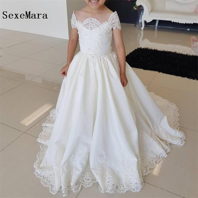 все цены на White Lace Flower Girls Dresses for Wedding Short Sleeves Off Shoulder 2019 Princess First Communion Dress Pageant Gown онлайн