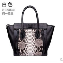 цена на yuanyu New snakeskin women's bag genuine leather handbag wing bag imported python genuine snakeskin women's bag