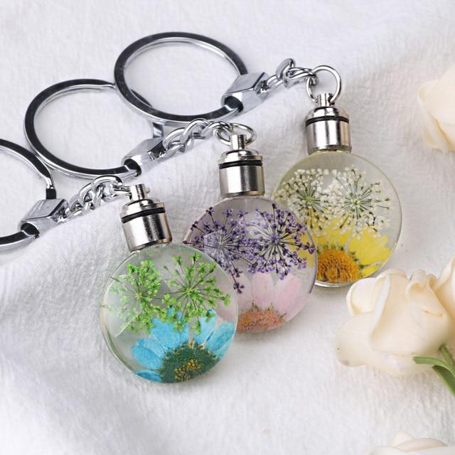 Luyun Small fresh dried flower keychain round crystal glass key chain key ring Wholesale 1