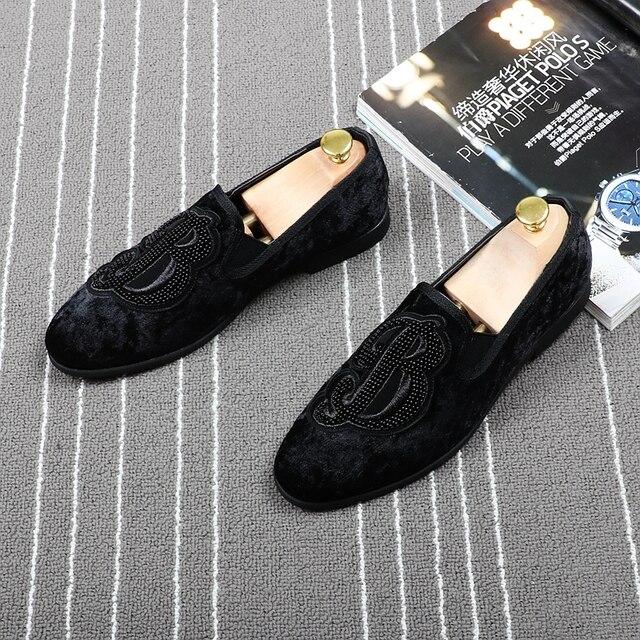 CuddlyIIPanda marka erkekler kadife loaferlar erkekler nakış not parti elbise sahne ayakkabı sigara terlik moda erkek Flats Sneakers