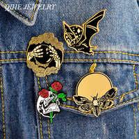 Joyería QIHE 4 unids/set Bat Bee Rose, calavera con mano con bola de cristal, esqueleto, pin, broche de solapa, pin, Punk, mochila, accesorios para Vaqueros