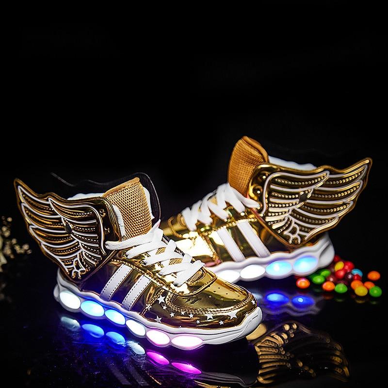 все цены на 2018 Children Shoes Light Led luminous Shoes Boys Girls USB Charging Sport Shoes Casual Led Shoes usb Wing Kids gold Sneakers онлайн