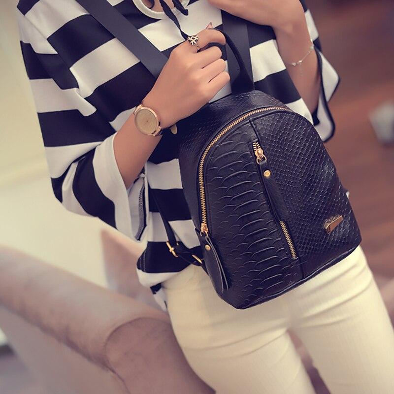 Las mujeres de cuero mochila de moda bolsa de viaje pequeña de hierro T-tipo Mini bolso de hombro para chica adolescente 2019 bolsa de la escuela mochila mochila
