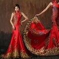Oriental rojo Satén de La Sirena Vestido de Noche Adornado de Oro Pavo Real Patrón de Cristal de Cuello Alto Mujeres Vestidos Formales
