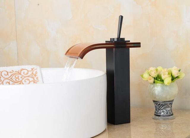Salle de bains bronze huilé évier bassin robinet noir laiton