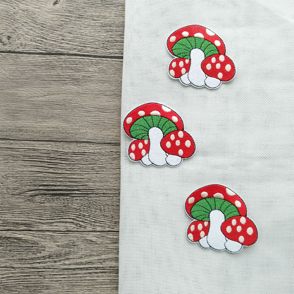 NEW Cute Strawberry pattern Embroidered Iron On Patch Clothes Appliques Crafts