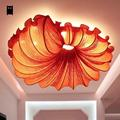 Потолочный светильник  из ткани красного  оранжевого  кофейного цветов  с украшением в виде плафона