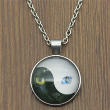 2019 Fashion 25mm Round Black And White Cat Picture Glass Cabochon Pendant Necklace 2 Colors Dropshipping