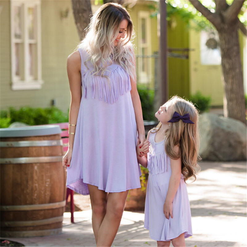 Summer time Household Garments Mom Daughter Seaside Sundress Mommy And Me Matching Outfits Girls Youngsters Women Lengthy Gown Matching Household Outfits, Low cost Matching Household Outfits, Summer time Household...