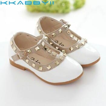 56835d012 Nuevas sandalias para niñas zapatos de cuero para niños remaches zapatillas  de ocio Hot Girls princesas zapatos de baile