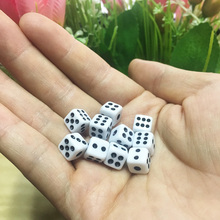 цена на 16mm Dice Cubes for Gaming 6 Side Dice Club Party Table Playing Games RPG Tabuleiro Board Dice Plastic White Wholesale 10 Pcs
