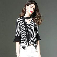 591a71bc28c Для женщин в Вертикальную Полоску блузка 2018 Лето Женская одежда мода v-образным  вырезом Нерегулярные