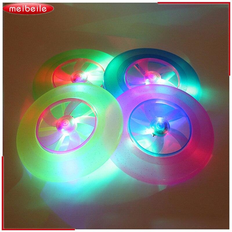 Hot Spin LED fény UFO repülő mágikus gyerekek kültéri világító játék fiúk színes repülő lemez gyerekek csészealj klasszikus játék Fmilies