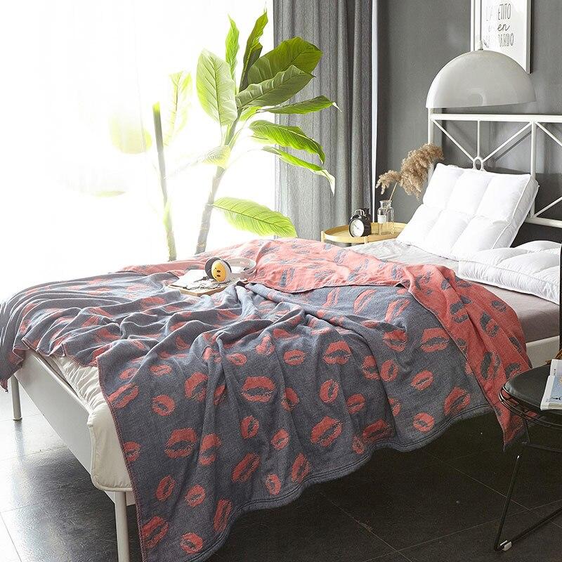 100% Coton 4 Couches de Gaze Serviette Couverture D'été 150*200 cm 200*230 cm Éléphant Cheval Plume Coeur et Rouge Lèvres Motif
