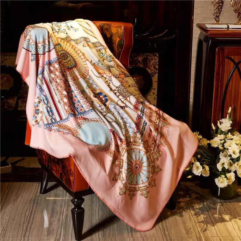 High End 2019 New Europe Italy Classic Style Royal Palace Design Brand Gold Black Blue Pink Velvet Fabric Four Seasons Blanket