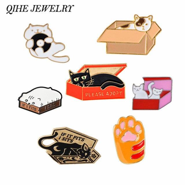 QIHE QH-GIOIELLI Gatto In UNA Scatola di Spilli Collezione Zampa di Gatto Gatto Stampa Spille Gatto Risvolto Spille Kitty Distintivi e Simboli Della Ragazza Delle Donne di Animale amante Dei Monili di