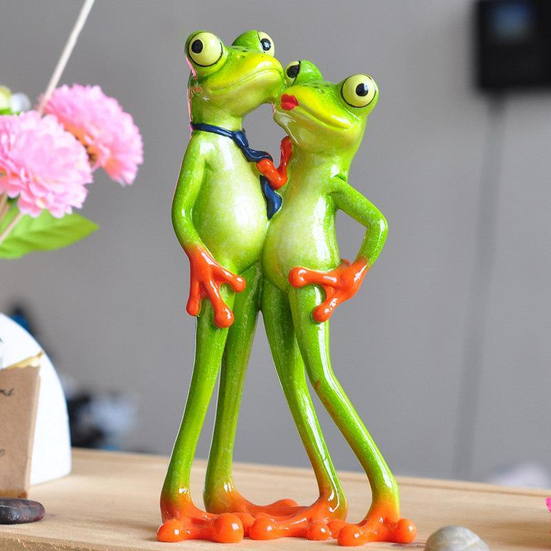Novelty Gifts Loving Couple Figurine Creative Innovative Products Creative Innovative Products New Interesting Resin Frog