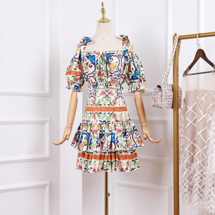 2019 Women s Runway Off the shoulder Knotted shoulder ties top High waisted Majolica Print Tiered