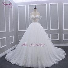 Svatební šaty se širokou sukní a krajkovým korzetem