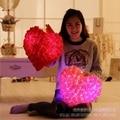 Nueva Llegada Rosas Luminosos juguetes De Peluche Lindo Luz Led Almohada de Felpa Juguetes Brillan en la Oscuridad Juguetes Luz de La Noche de Regalo de Cumpleaños