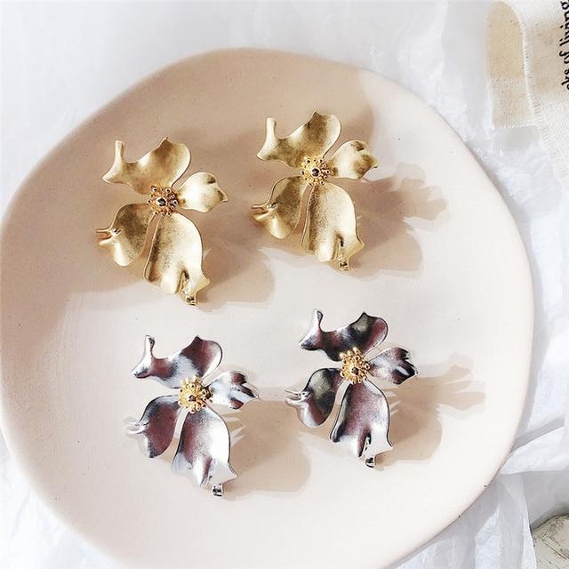 New Vintage Gold Color Metal Flower Earrings 1
