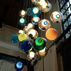 Nowoczesne proste okrągłe szkło kolorowe żyrandol w kształcie kuli osobowość twórcza pokój dziecięcy sypialnia cafe lampa do salonu darmowa wysyłka w Wiszące lampki od Lampy i oświetlenie na