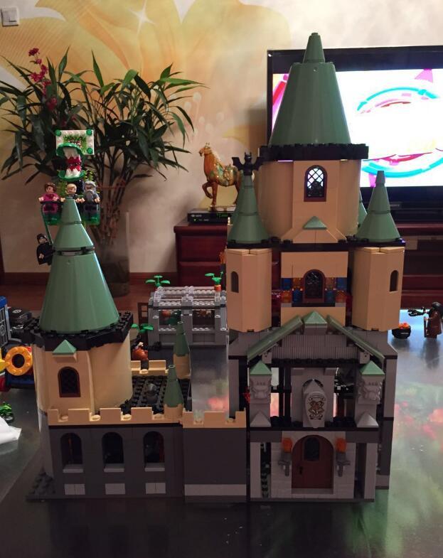 Model building kit Bricks Magic Hogwort Castle 3D blocks model building toy