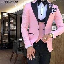 7f2be293e7 Gwenhwyfar 2018 últimos diseños de pantalón y abrigo Rosa traje de los  hombres Slim Fit novio esmoquin 3 unidades de trajes para.
