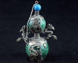 Wyśmienity chiński tybetański srebrny podwójne smoki inkrustowane z imitacji zielony Jade gurda w kształcie butelki tabaki