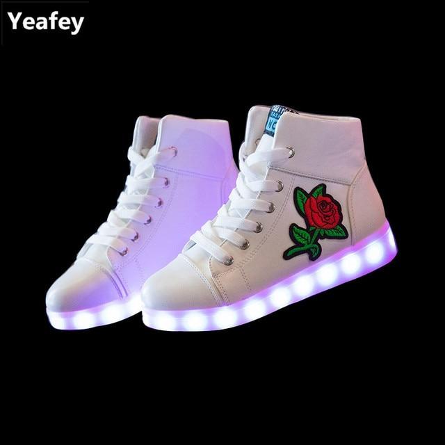 best service 3677d 7be4d DoGeek LED Schuhe Weiß Schwarz 7 Farbe Schuhe leuchtender Damen Herren  Leucht Sneaker für Mädchen Jungen (Bitte Bestellen Sie Eine Nummer grösser)