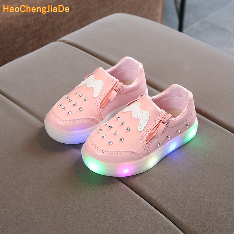 Wholesale 2018 autumn Korean version of the shiny PU leather sneakers girls casual shoes low tube rhinestones bright light shoesWholesale 2018 autumn Korean version of the shiny PU leather sneakers girls casual shoes low tube rhinestones bright light shoes