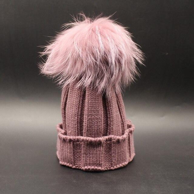 Новое прибытие элегантный эксклюзивный стиль окрашенные racccoon мех пом пом трикотажные шапочки зима осень теплая нескольких цветов трикотажные pom hat
