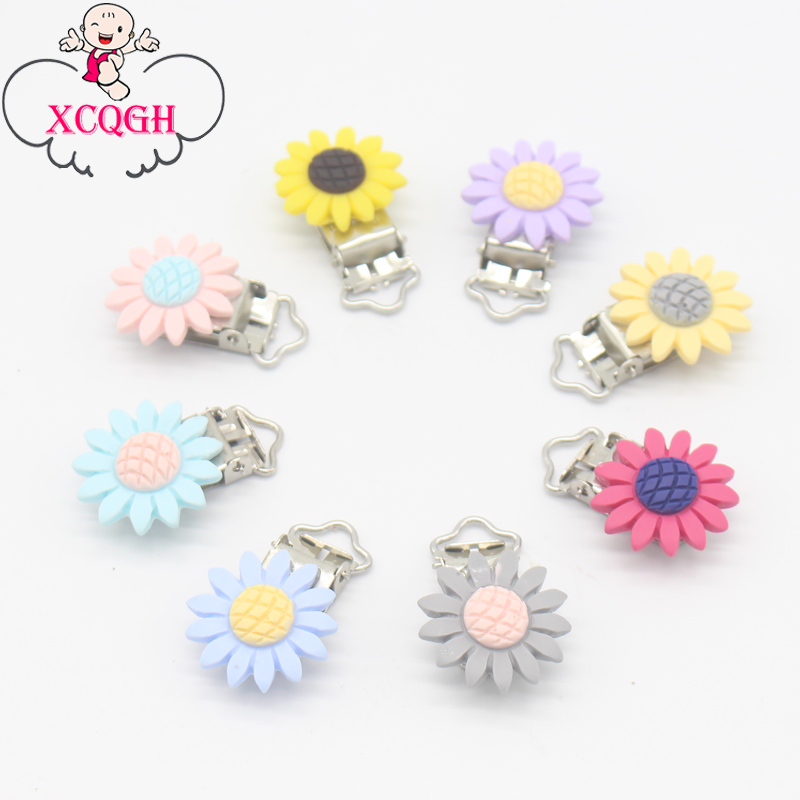 XCQGH 5/10pcs Lot Daisy Flower Pacifier Clip Metal Dummy Clips Teething Soother Holder Clip Baby Feeding Accessories Tools