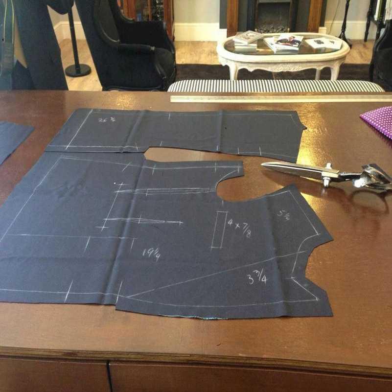 Последний дизайн пальто брюки золотой Атлас мужской костюм пиджак для выпускного Slim Fit смокинг для жениха сценический костюм Блейзер Masculino 2 шт.