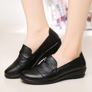 Image 3 - أحذية من الجلد الحقيقي للنساء حجم كبير 9 10.5 سوبرستار حذاء مستدير تو السيدات الانزلاق على 2019 الربيع/الخريف حزام الديكور