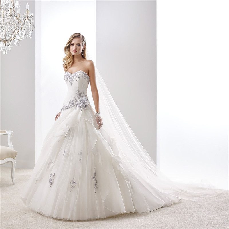 Low Waist Wedding Gowns: Trouwjurk Beading Purple And White Strapless Low Waist