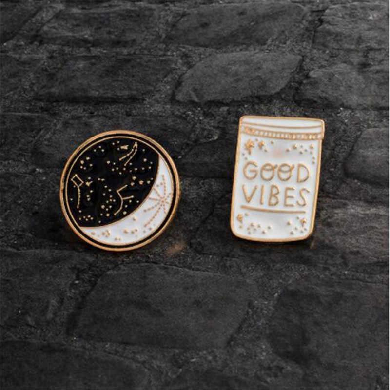 WKOUD การ์ตูน Constellation Moon ดี VIBES ขวดเข็มกลัดสีขาวสีดำเคลือบ Pins ปุ่มเสื้อแจ็คเก็ต Collar Badge เครื่องประดับของขวัญ