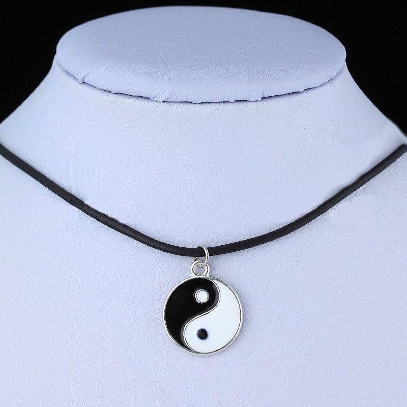 Sekiz diyagramlar siyah ve beyaz Yin Yang kolye çiftler için sevgilisi moda kolye en iyi arkadaşlar dostluk Unisex takı hediyeler