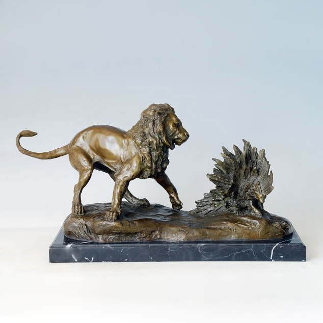 ATLIE BRONZES New style Larger Size Animal Sculpture Bronze Lion fighting porcupine Statues Garden Ornament