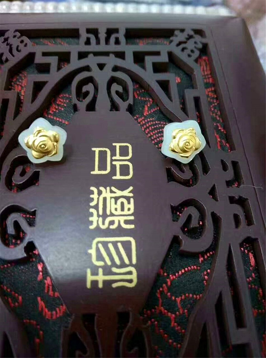 цена Koraba Fine Jewelry 24k Gold Inlaid Wada Jade Rose Stud Earrings Free Shipping