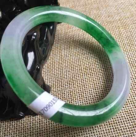 ได้รับการรับรองเกรดAธรรมชาติลาเวนเดอร์สีเขียวJadeiteสร้อยข้อมือหยกกำไลข้อมือ