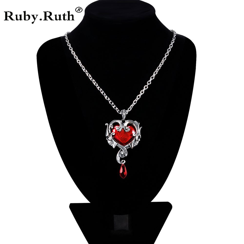 2018 Hot punk Halloween retro skull red red peach heart crystal necklace pendant accessories Men Women Jewelry retro skull anchor pendant necklace for men