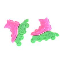 Mini krążek Skate fantazyjne buty dla lalek zabawki dla dziewczynek prezent na boże narodzenie dekoracyjne zabawki dla dzieci zabawka dla dziewczynki Roller Play domek dla lalek akcesoria tanie tanio GJCUTE Z tworzywa sztucznego Dolls accessories skates Dziewczyny Akcesoria dla lalek