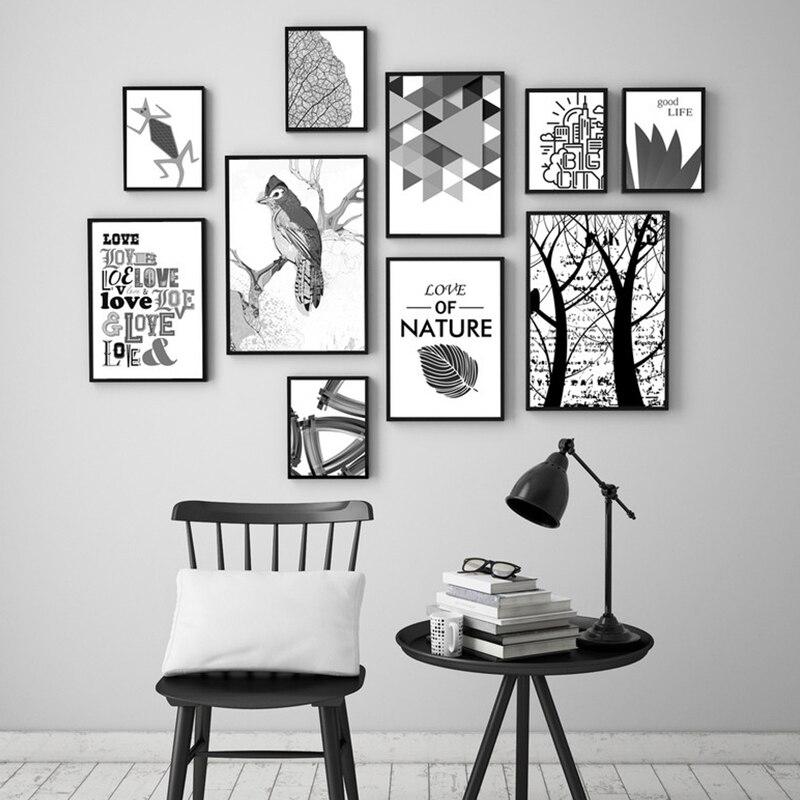 декор стены из черно-белых картинок бисера оригинальный
