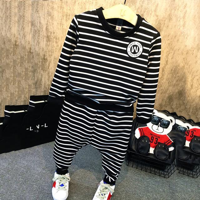 Muchachos Que Arropan 2016 Nuevo Estilo de Moda de Los Bebés Ropa de manga Larga A Rayas Camisetas + Pants 2 unids Niños ropa