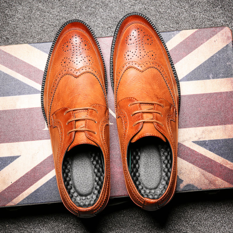Fashion Men Brogue Shoes Men's Lace-up Breathable Bullock Carved Pointed Toe Casual Shoes Italian Spiked Zapatos Plus Size 37-46 new arrival fashion rivets men leather shoes men s lace up breathable pointed toe casual shoes low leisure man shoes size 38 44