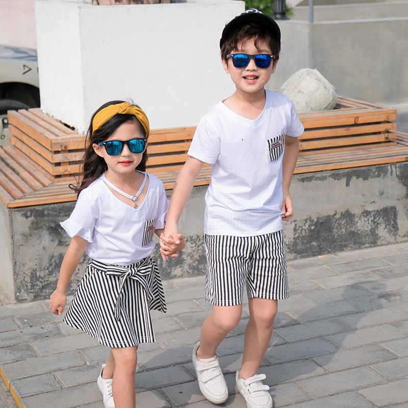 Mode Zomer Familie Bijpassende Outfits Wit V-hals T-shirt Met Strepen Shorts/Rokken Moeder Vader Zoon Dochter kleding Sets