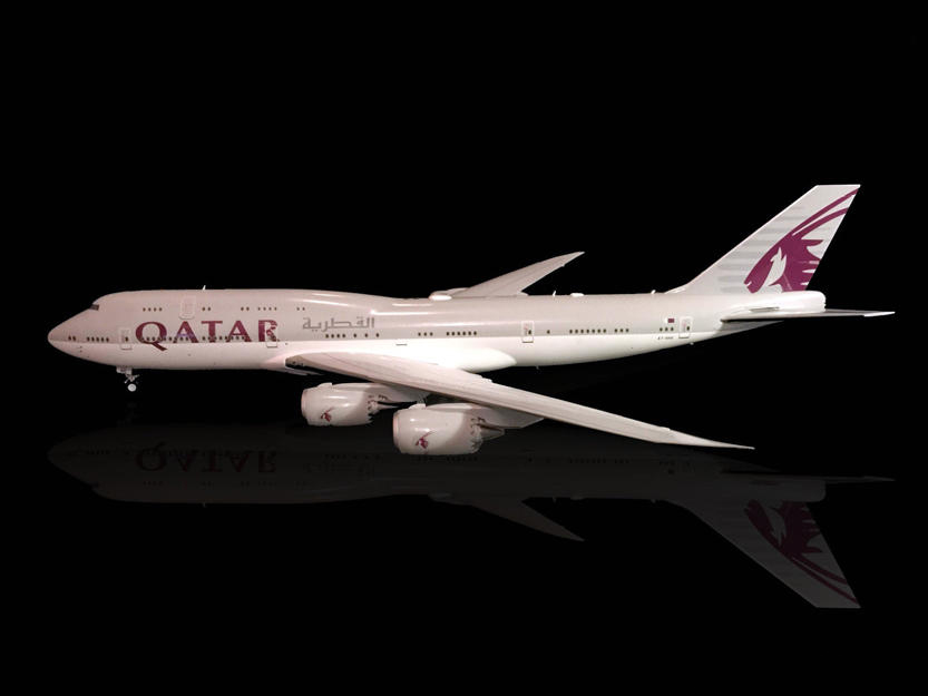 Fine JC WINGS 1/200 Qatar Airways Boeing B747-8 Alloy passenger model XX2490 Collection model Holiday gifts jc wings 1 200 boeing 747 8 aircraft alloy model the simulation model alloy aircraft favorites model